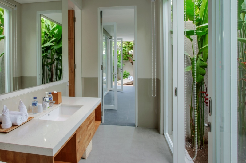 Bathroom with Outdoor View - Villa Delmar - Canggu, Bali