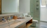 Bathroom with Shower - Villa Delmar - Canggu, Bali
