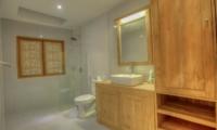 Bathroom with Mirror - Villa Denoya - Seminyak, Bali
