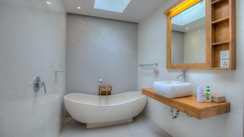 Bathroom with Bathtub - Villa Denoya - Seminyak, Bali