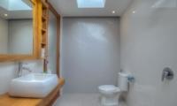 Bathroom with Mirror and Shower - Villa Denoya - Seminyak, Bali