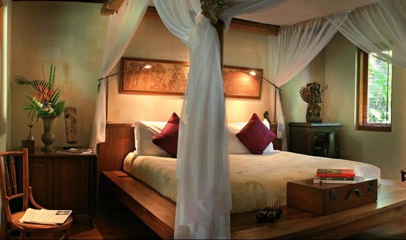 Bedroom with Mosquito Net - Villa Des Indes 1 - Seminyak, Bali