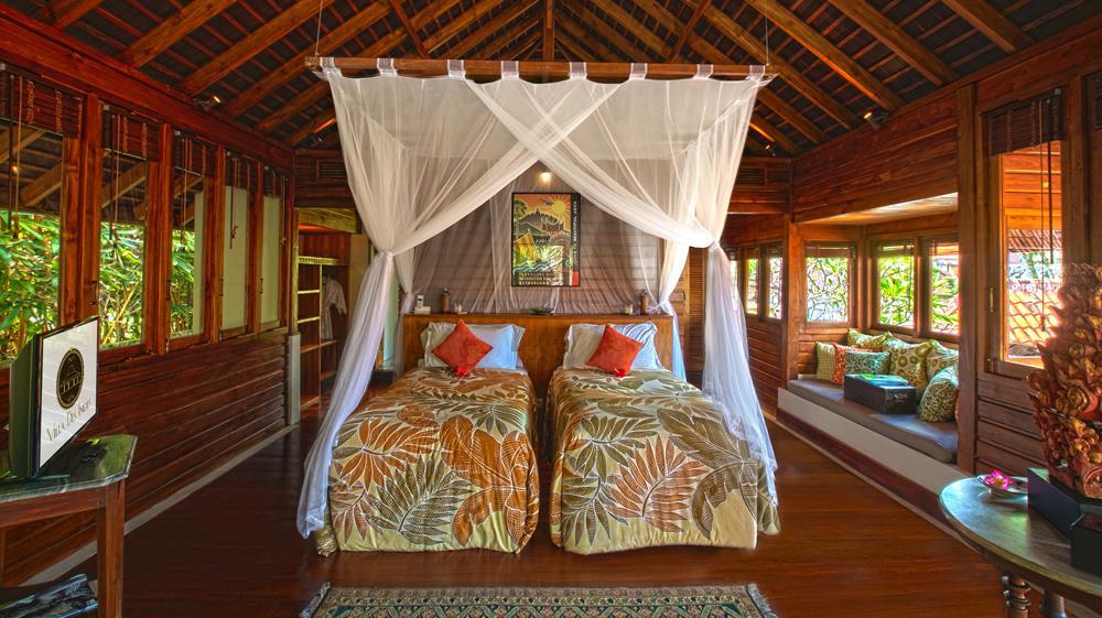 Twin Bedroom with Wooden Floor - Villa Des Indes 1 - Seminyak, Bali