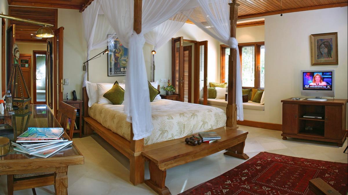 Bedroom with TV - Villa Des Indes 1 - Seminyak, Bali