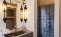 Bathroom with Shower - Villa Du Bah - Kerobokan, Bali