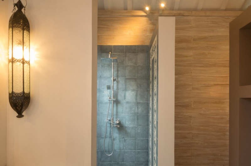 Bathroom with Shower - Villa Du Ho - Kerobokan, Bali