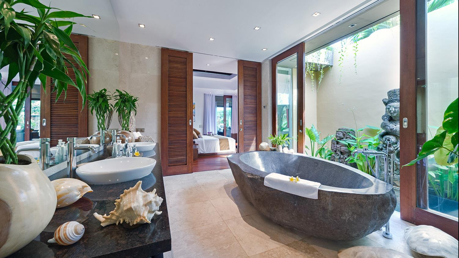 En-Suite Bathroom with Bathtub - Villa Eshara - Seminyak, Bali