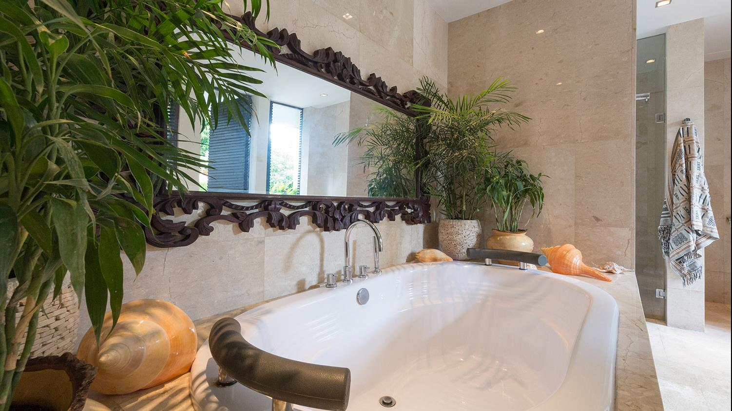 Bathroom with Bathtub and Mirror - Villa Eshara - Seminyak, Bali