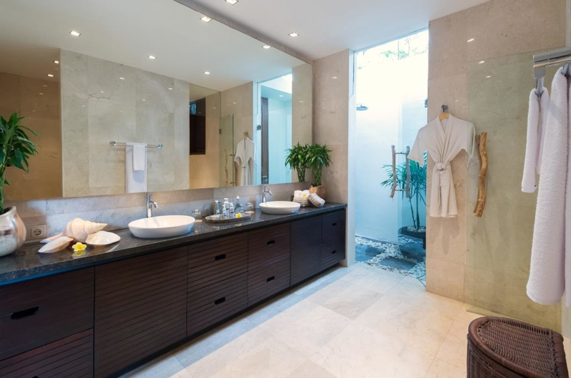 His and Hers Bathroom with Bathtub - Villa Eshara - Seminyak, Bali