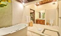 En-Suite Bathroom with Bathtub - Villa Gading - Seminyak, Bali