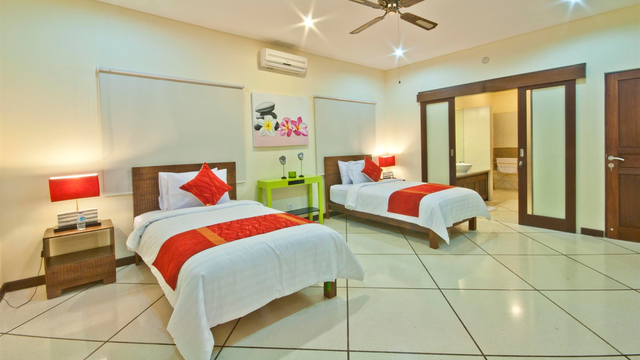 Twin Bedroom and Bathroom - Villa Gading - Seminyak, Bali