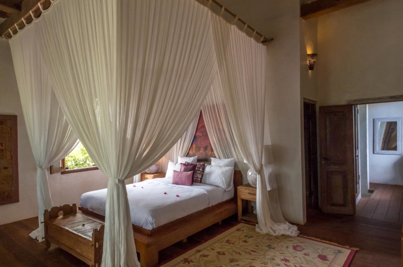 Bedroom with Mosquito Net - Villa Galante - Umalas, Bali