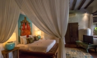 Bedroom with Wooden Floor and TV - Villa Galante - Umalas, Bali