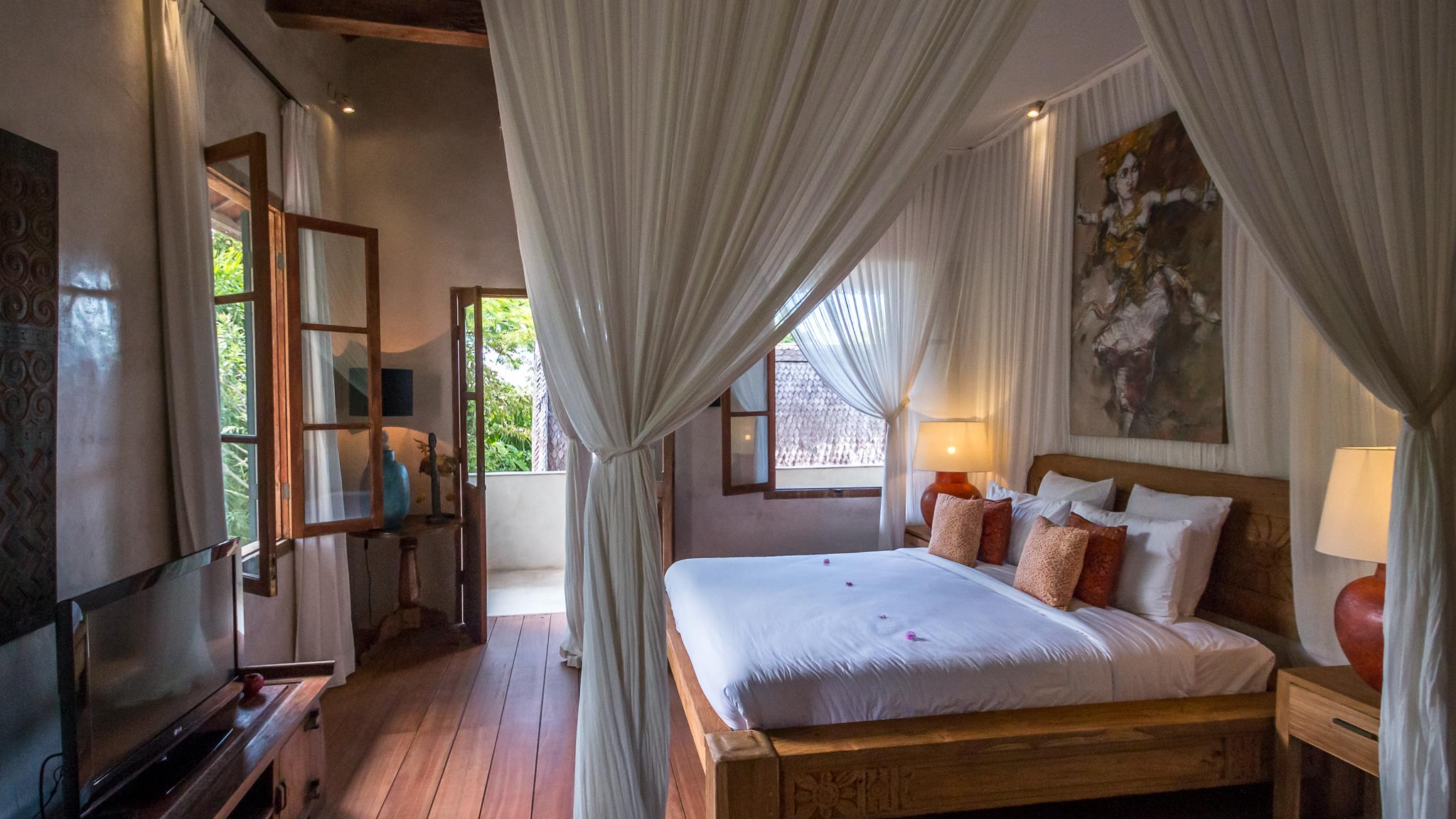 Bedroom with Table Lamps - Villa Galante - Umalas, Bali