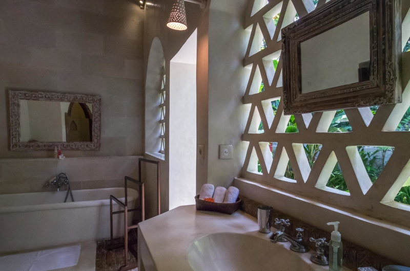 En-Suite Bathroom with Bathtub - Villa Galante - Umalas, Bali