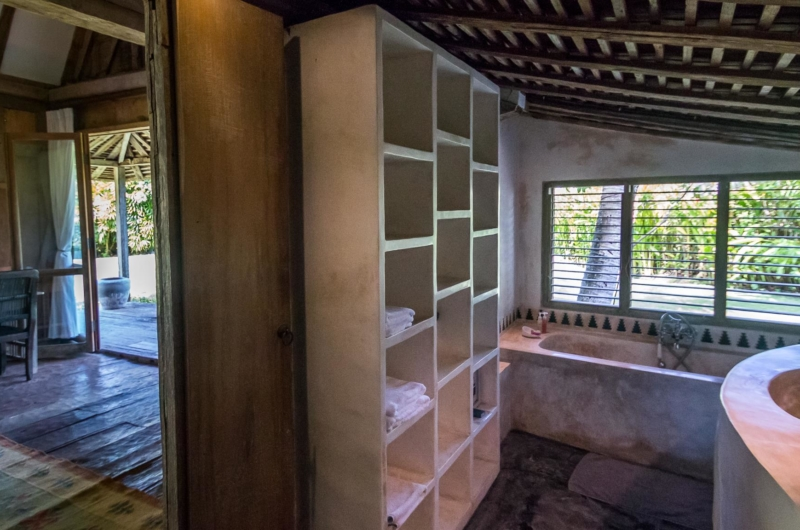 Bathroom with Storage Area - Villa Galante - Umalas, Bali