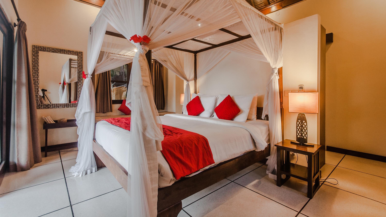Bedroom with Table Lamps - Villa Gembira - Seminyak, Bali