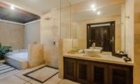 Bathroom with Bathtub - Villa Gembira - Seminyak, Bali