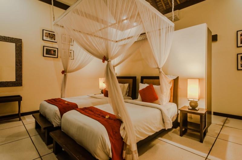 Twin Bedroom with Mosquito Net - Villa Gembira - Seminyak, Bali