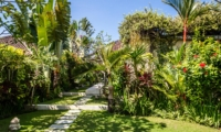 Gardens with Pathway - Villa Gembira Batubelig - Batubelig, Bali