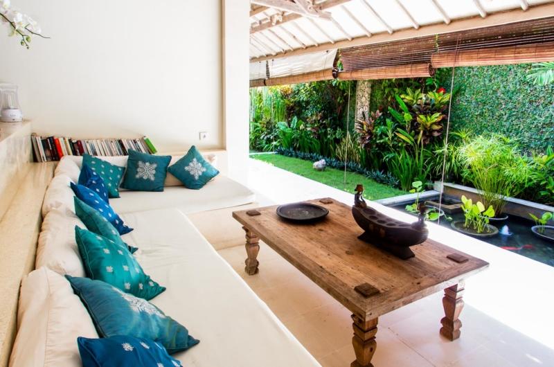Living Area with Garden View - Villa Gembira Batubelig - Batubelig, Bali