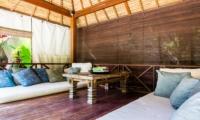 Lounge Area with Wooden Floor - Villa Gembira Batubelig - Batubelig, Bali