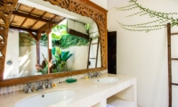His and Hers Bathroom with Mirror - Villa Gembira Batubelig - Batubelig, Bali