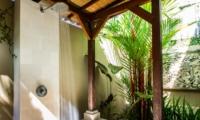 Bathroom with Shower - Villa Gembira Batubelig - Batubelig, Bali