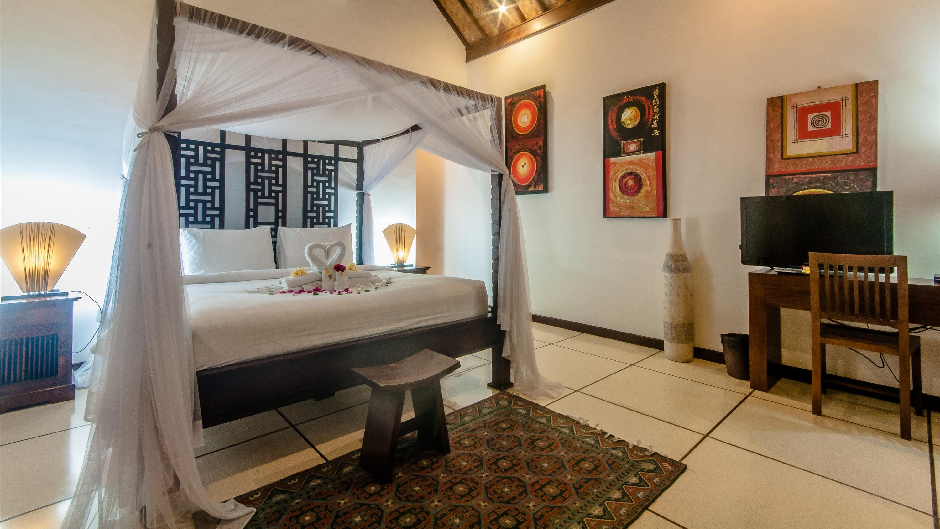 Bedroom with TV - Villa Ginger - Seminyak, Bali