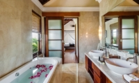 His and Hers Bathroom with Bathtub - Villa Gita Ungasan - Ungasan, Bali