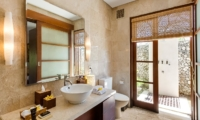 Bathroom with Outdoor Shower - Villa Gita Ungasan - Ungasan, Bali