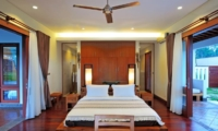 Bedroom with Wooden Floor - Villa Griya Aditi - Ubud, Bali
