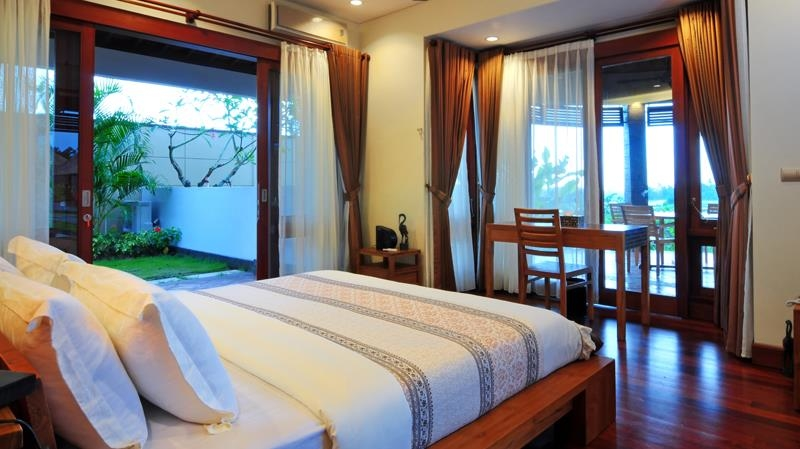 Bedroom with Study Table - Villa Griya Aditi - Ubud, Bali