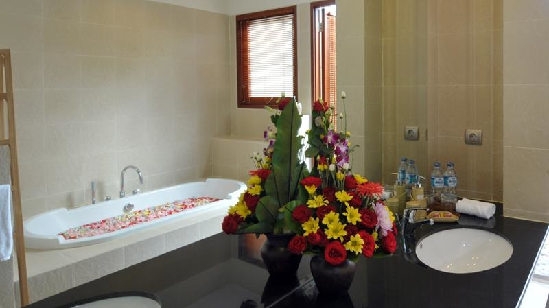 Romantic Bathtub Set Up - Villa Griya Atma - Ubud, Bali