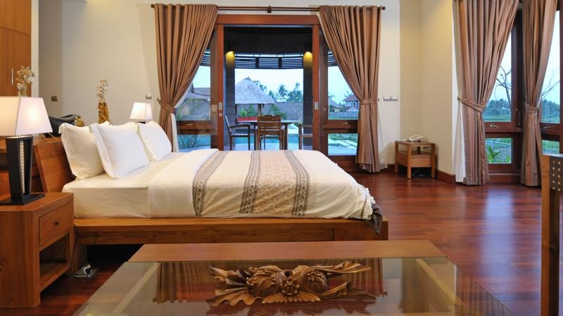Bedroom with Wooden Floor - Villa Griya Atma - Ubud, Bali
