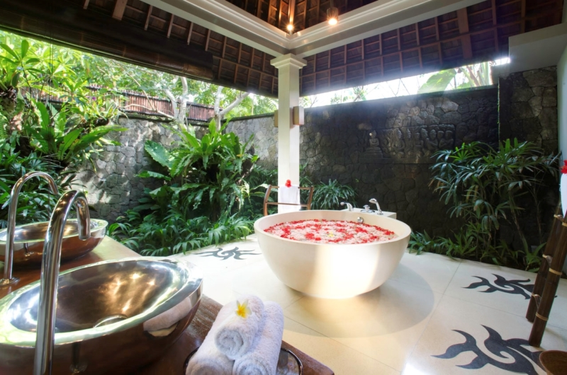 Romantic Bathtub Set Up - Villa Hansa - Canggu, Bali
