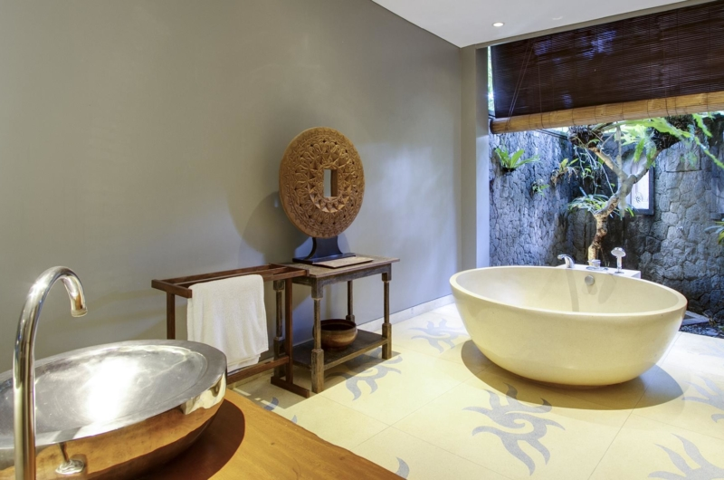 Bathroom with Bathtub - Villa Hansa - Canggu, Bali