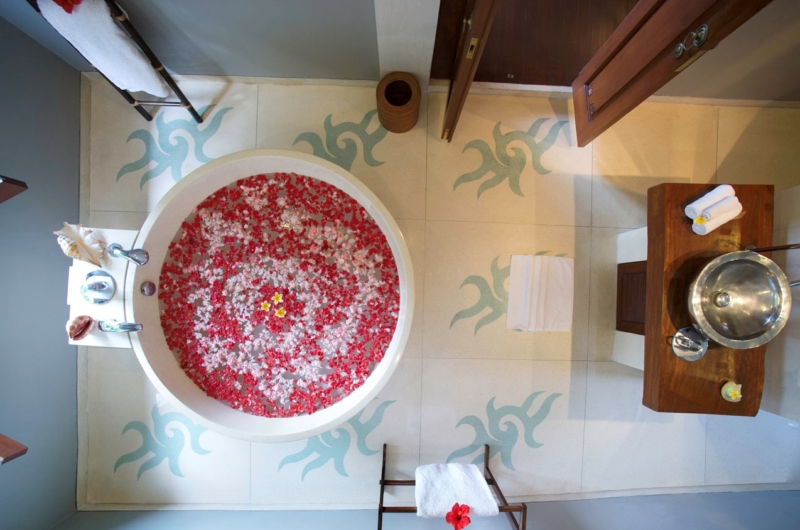 Bathtub with Rose Petals - Villa Hansa - Canggu, Bali