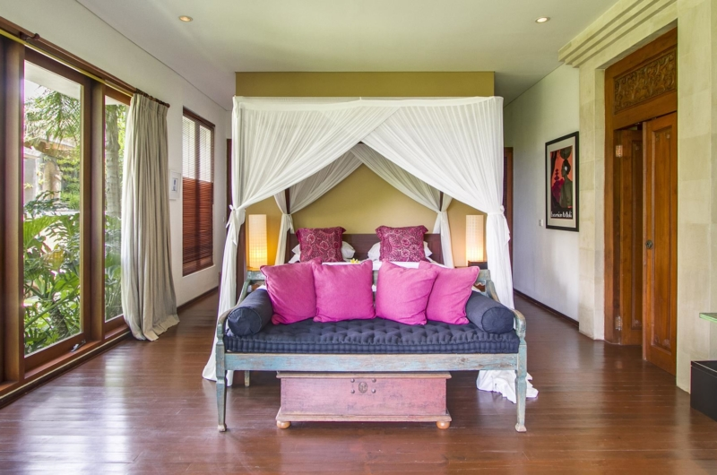 Bedroom with Sofa - Villa Hansa - Canggu, Bali