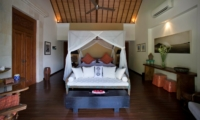 Spacious Bedroom with Wooden Floor - Villa Hansa - Canggu, Bali