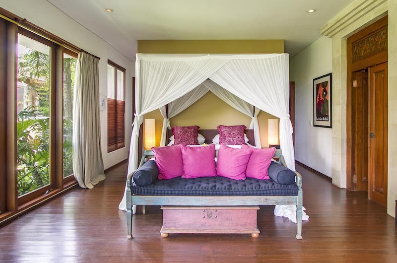 Four Poster Bed with Sofa - Villa Hansa - Canggu, Bali