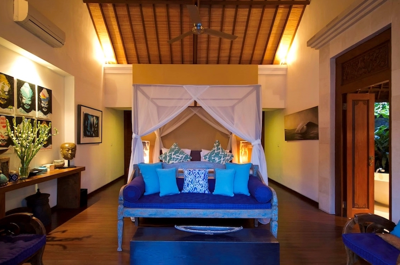 Four Poster Bed with Wooden Floor and Sofa - Villa Hansa - Canggu, Bali