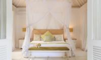 Bedroom with Mosquito Net - Villa Hermosa - Seminyak, Bali