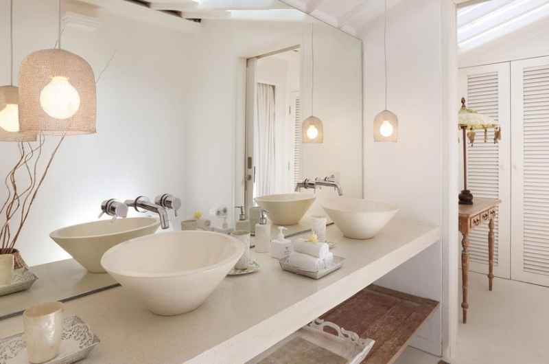 Spacious His and Hers Bathroom - Villa Hermosa - Seminyak, Bali