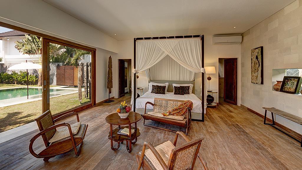 Bedroom with Seating Area - Villa Iluh - Seminyak, Bali