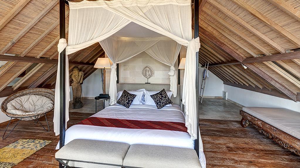Bedroom with Wooden Floor - Villa Iluh - Seminyak, Bali