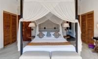 Bedroom with Table Lamps - Villa Iluh - Seminyak, Bali