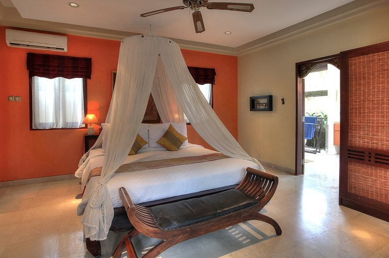 Spacious Bedroom with Mosquito Net - Villa Indah Manis - Uluwatu, Bali