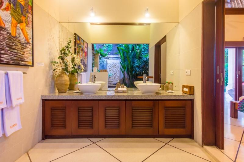 His and Hers Bathroom with Mirror - Villa Intan - Seminyak, Bali