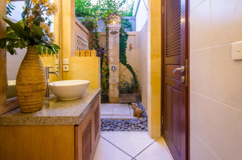 Bathroom with Mirror - Villa Intan - Seminyak, Bali